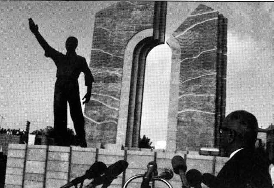 التمثال في بكفيا والمثال في لبنان